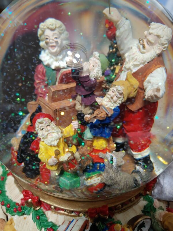 Kirkland Signature Musical Water Globe with Revolving Base Mr & Mrs Claus