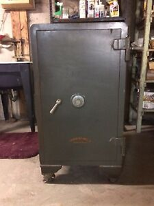 Old safe (Dominion Lock & Safe Co.)