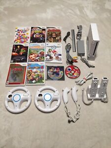 Nintendo wii console + 6 controllers + 10 games + charging stand