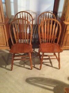 Set of 4 oak chairs kitchen table chairs Stratford Kitchener Area image 1