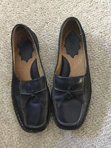 Great condition black Born leather loafers