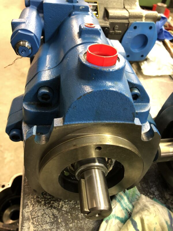 Eaton Vickers VARIABLE DISPLACEMENT HYDRAULIC PUMP 123AL00040A PVM074ER