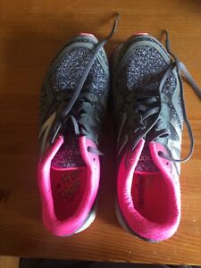 New Balance sneakers - almost new, size 10.5