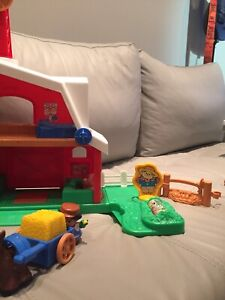 La ferme Little People Fisher Price + figurines - À VENDRE