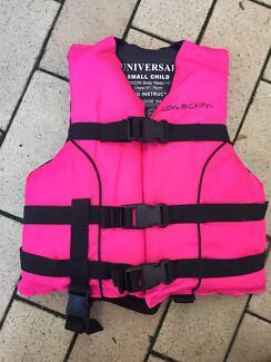 Swim vest  - SEAK - small child 15 - 25kg Everton Park Brisbane North West Preview
