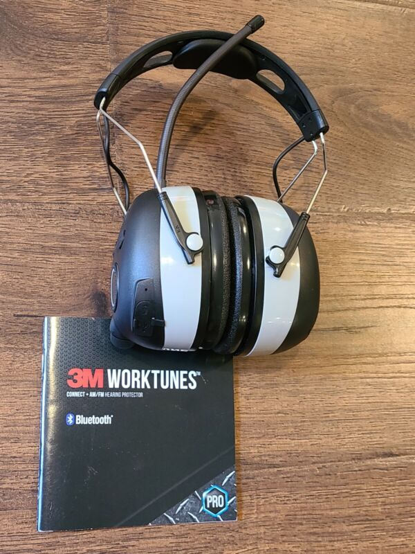 3M Worktunes Wireless Hearing Protector with Bluetooth and AM/FM Radio - Black