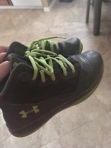 Boys shoes size 2 youth
