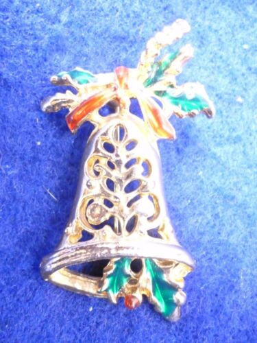 """VINTAGE CHRISTMAS HOLLY BELL BROOCH PIN ENAMEL GOLD TONE JEWELRY 2"""" X 1 1/8"""""""