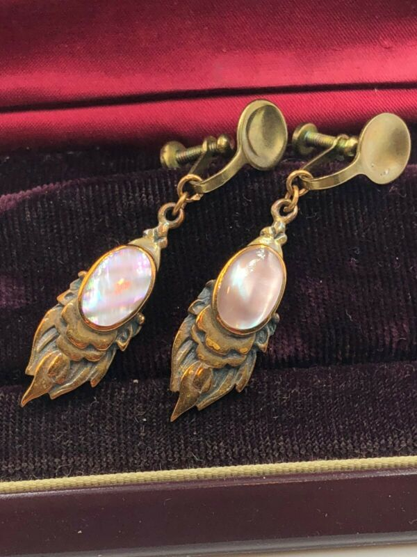 ANTIQUE VICTORIAN ART NOUVEAU DECO GILD BRASS DANGLE MOP MOTHER PEARL EARRINGS