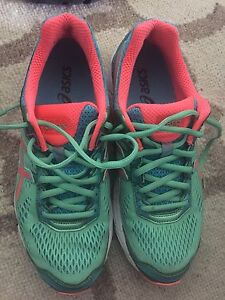 Ladies Asics runners size 9 near new Pendle Hill Parramatta Area Preview