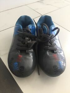 Soccer size 1Y cleats