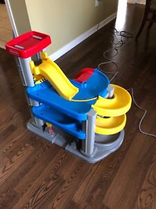 Fisher price Playset (Huge))