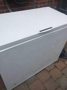 Frigidaire Chest Freezer 9 Cubic Feet Working Perfectly Large