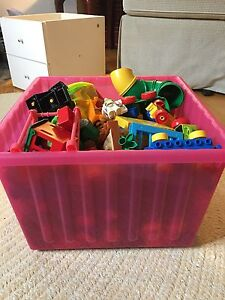 Big bin of big legos/bin de gros lego