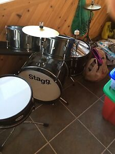 Drums 5pc like new.