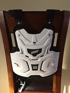Leatt adventure chest protector
