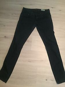 Guess Low Rise Jeggings. 29w