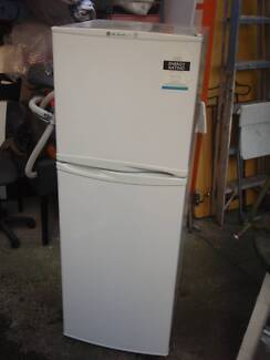 Fridge LG 234L FROST FREE FREE DELIVERY MELB SUBURBS $199.CARLTON Carlton Melbourne City Preview