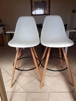 Eames Eiffel white bar stools wood base replica (2)