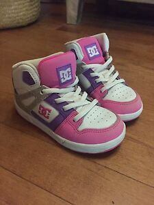 Girls DC lace up Shoes/Runners 10