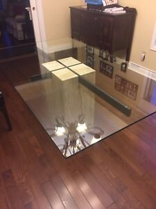 Glass top dining tanle