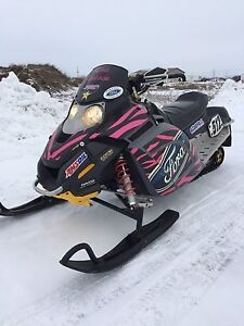 2006 Ski doo 300 Freestyle E start and Reverse LOW KMS !!!