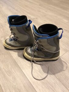 Kids snowboard boots used US size 4