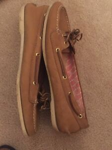 Women's size 8 tan Sperry deck sliders