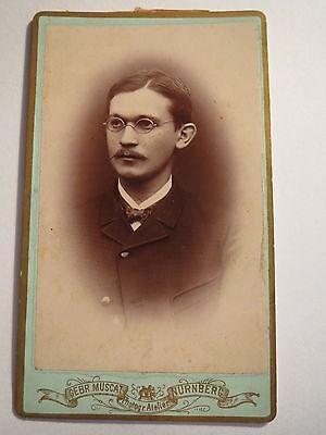 Nürnberg - Mann mit Brille im Anzug - Portrait / CDV
