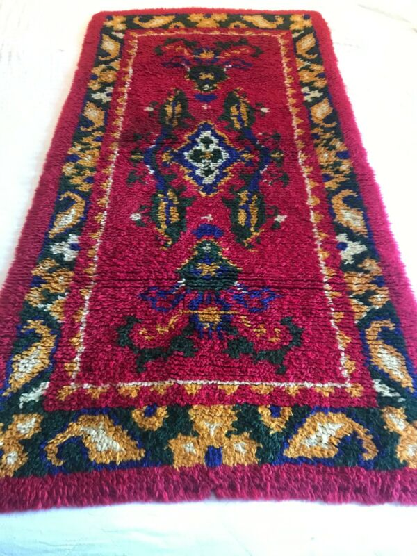 VINTAGE MID CENTURY HANDMADE LATCH HOOK RUG RUNNER 53X28 GREAT CONDITION