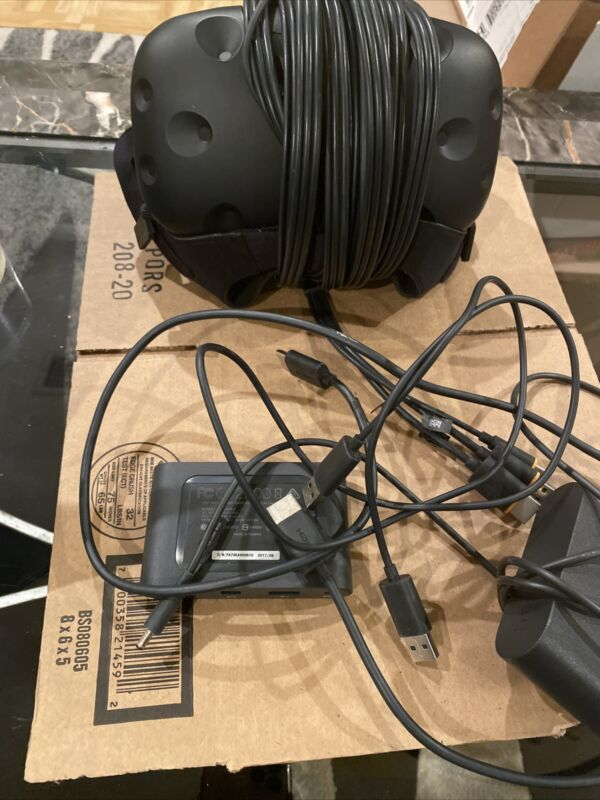 HTC Vive Virtual Reality Headset - HMD + Cable  + linkbox