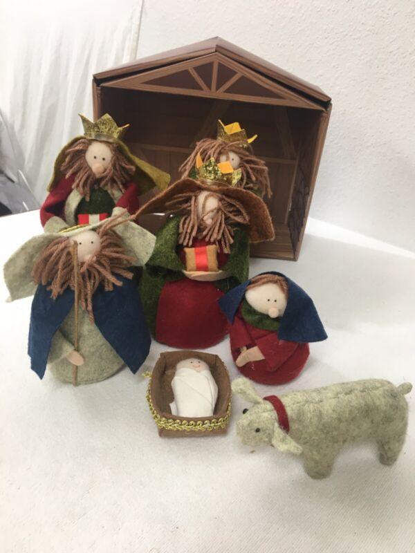 Holiday Time nativity set felt yarn Jesus Kings Mary Joseph 8 Pc