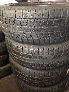 4 pneus  235-55-20 marque toyo pour l'hiver
