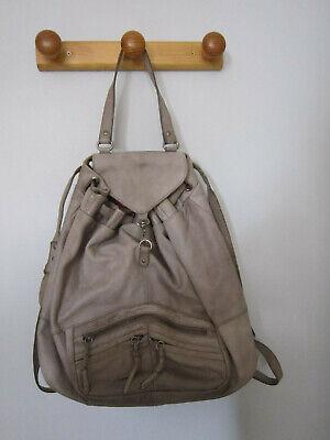 sac à dos Nat & Nin en cuir de vachette gris.