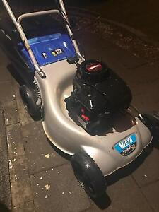 VICTA LAWN MOWER BRIGGS AND STRATTON Ridgewood Wanneroo Area Preview