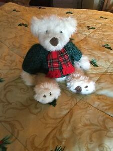 CHRISTMAS FLUFFY BEAR  - EXCELLENT CONDITION  Windsor Region Ontario image 1