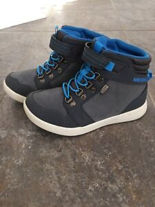 Merrell shoes for boys NEW(size2)