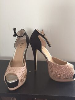 Size 7 ladies shoes  Maitland Maitland Area Preview