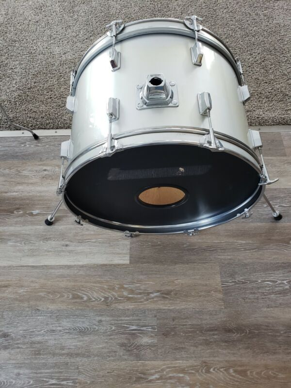 "22"" CB 700 bass drum"