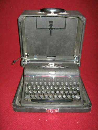 Antique/Vintage Royal Touch Control Manual Typewriter and Case c. 1940s