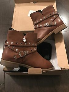 Brand new women's spring boots