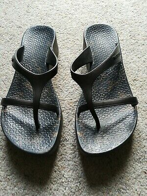 Ipanema Wedge Sandals In Black/Gold. Size EUR 39
