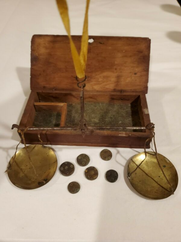 18th century Boxed Scale With Weights