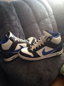 Nike shoes size 10.5 mint condition