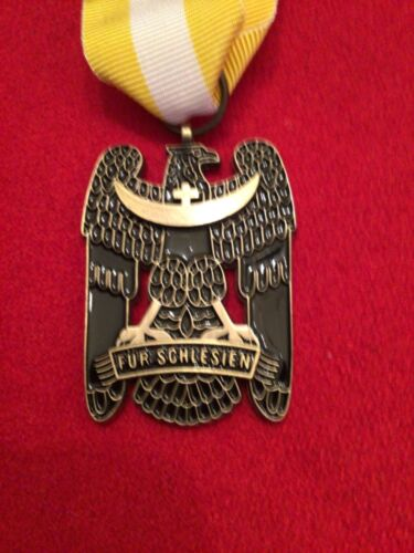 SILESIAN EAGLE SECOND CLASS - GERMAN FREIKORPS OBERLAND MEDAL WITH RIBBON