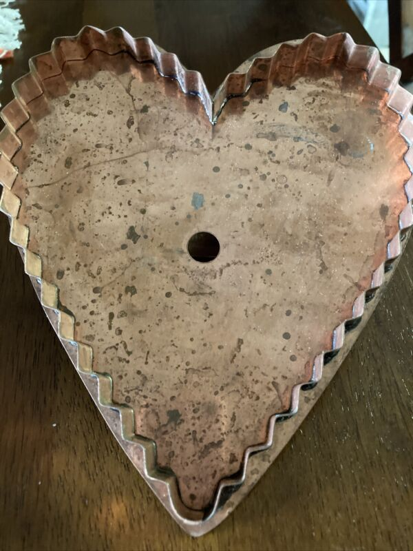 """Martha Stewart Living """"BIG HEART"""" Copper Cookie Cutter Extra Large Pre-owned"""