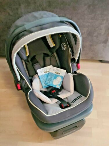 GRACO Snugride Snuglock 35 Elite - Base, Car Seat and Instructions Included