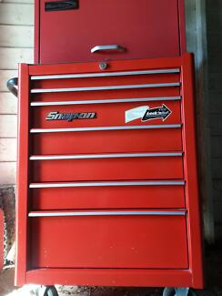 Snap on tool box with blue point top box