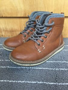 Youth boys size 2 casual boots