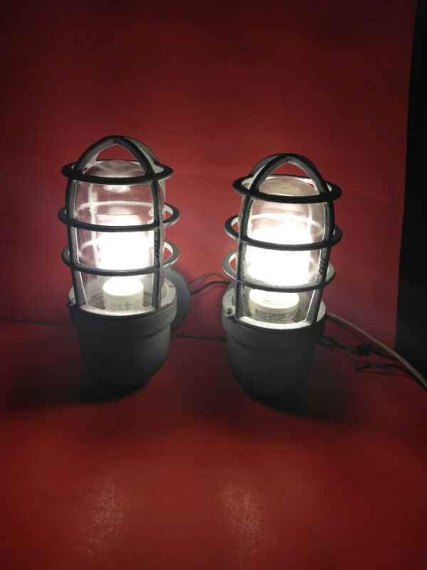 2 VTG- (Working) Crouse Hines Industrial Explosion Proof Light Fixtures #15793-B